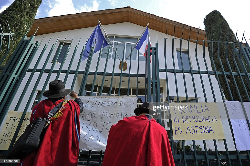 Bolivians hang placards with texts of protest on the fence of the French embassy in La Paz on June 3, 2013. Bolivian officials accused France, Portugal, Italy and Spain of denying entry to the jet late Tuesday over 'unfounded rumors' Snowden was traveling on board. The placard at right reads 'France your democracy is murderous'.