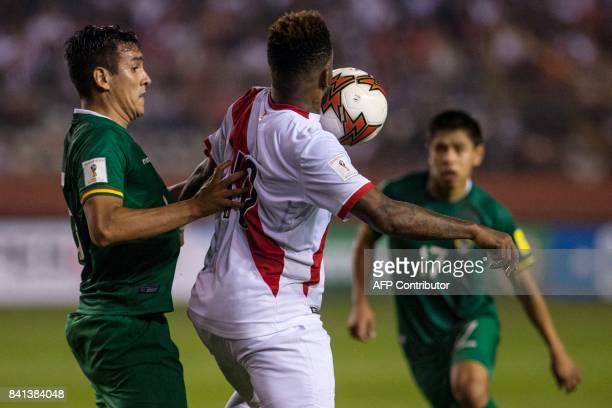 Bolivia's Gabriel Valverde marks Peru's Jefferson Farfan during their 2018 World Cup qualifier football match in Lima on August 31 2017 / AFP PHOTO /...