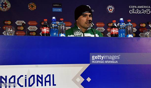 Bolivia's goalkeeper Hugo Suarez gestures during a press conference at the Nacional Stadium in Santiago on June 18 during the Copa America football...