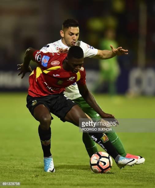 Bolivia's Oriente Petrolero player Jose Ali Meza vies for the ball with Ecuador's Deportivo Cuenca player Ronaldo Johnson during their 2017 Copa...