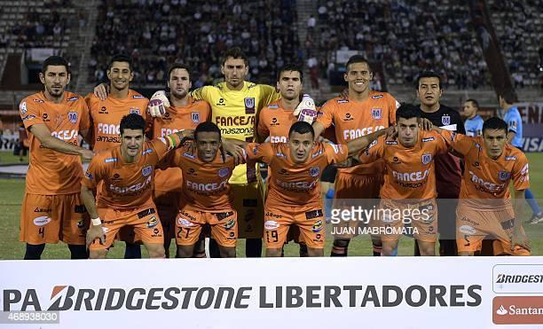 Bolivia's Universitario de Sucre football team poses during the Copa Libertadores 2015 group 3 football match against Argentina's Huracan at Tomas...