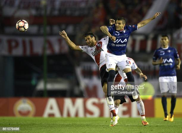 Bolivia's Wilstermann midfielder Cristian Chavez vies for the ball with Argentina's River Plate midfielder Leonardo Ponzio during their Copa...