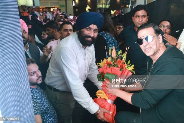 Bollywood actor Akshay Kumar with Hamavit Singh Bindra AVPOpreations of DLF Cyber Hub during the 4th season finale of Hindustan Times Friday Jam to...