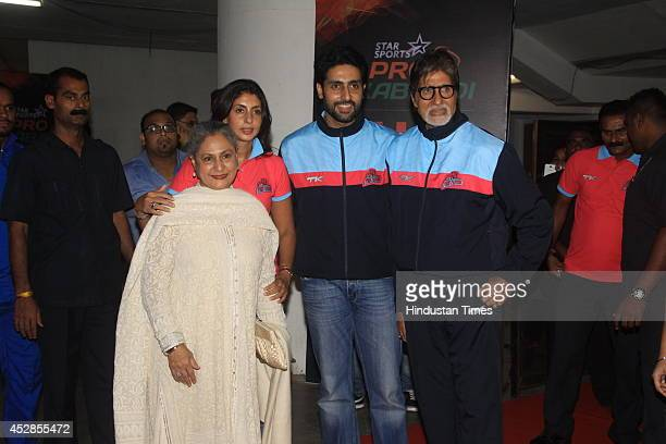 Bollywood actor Amitabh Bachchan with son Abhishek Bachchan daughter Shweta Nanda and wife Jaya Bachchan during Star ProKabaddi league match between...