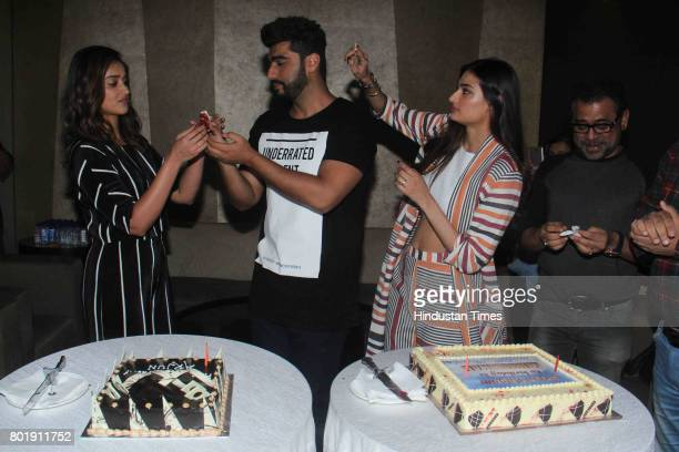 Bollywood actor Arjun Kapoor celebrates his birthday with his Mubarakan costars ILeana Dcruz Athiya Shetty and filmmaker Anees Bazmee on June 25 2017...