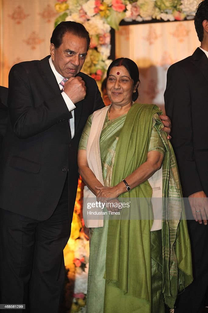 Bollywood actor Dharmendra (L) with BJP leader Sushma Swaraj (C) during the wedding reception of his daughter Ahana Deol and Vaibhav Vohra on February 5, 2014 in New Delhi, India. Ahana, a budding Odissi dancer, is the daughter of Bollywood stars Dharmendra and Hema Malini while Vaibhav in an Indian businessman. They married on February 2, 2014 in Mumbai.