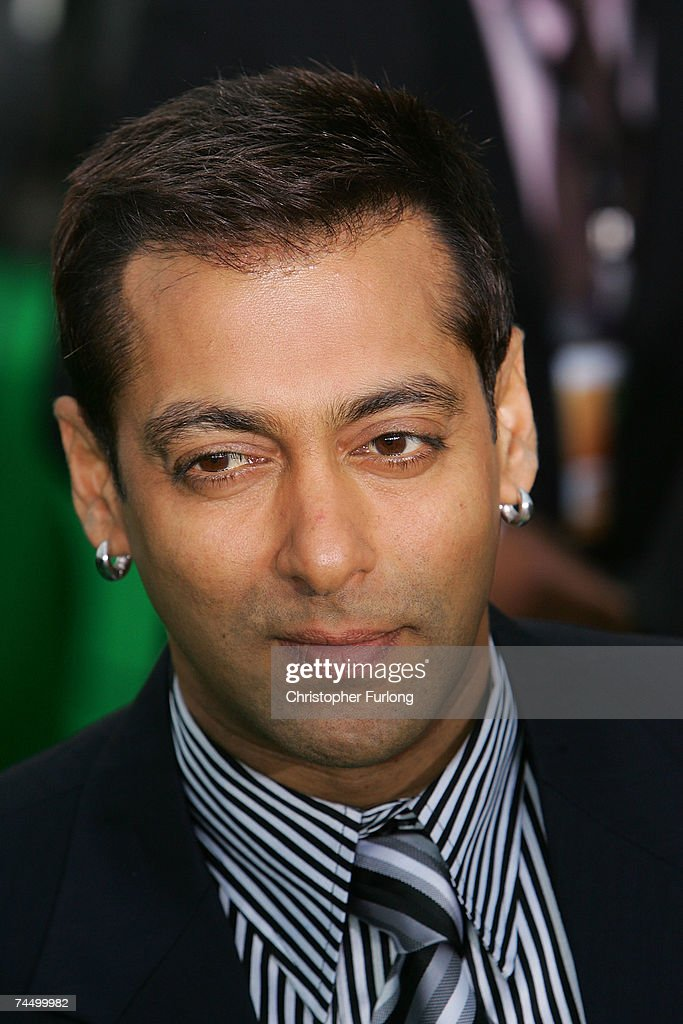 Bollywood actor <a gi-track='captionPersonalityLinkClicked' href=/galleries/search?phrase=Salman+Khan+-+Actor&family=editorial&specificpeople=558807 ng-click='$event.stopPropagation()'>Salman Khan</a> arrives at the International Indian Film Academy Awards (IIFAs) at the Sheffield Hallam Arena on June 9, 2007 in Sheffield, England.