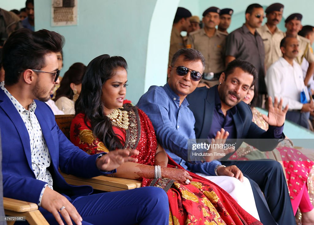 Wedding Gift For Sister In Law India : actor Salman Khan with sister Arpita Khan Sharma and sister-in-Law ...