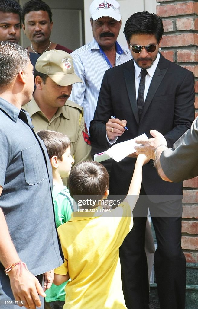 Bollywood actor Shahrukh Khan signing autograph to a childs before adressing press conference on September 6, 2012 in Srinagar, India. (Photo by Waseem Andrabi/Hindustan Times via Getty Images)'