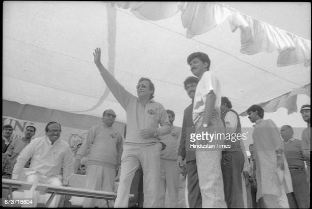 Bollywood actor Vinod Khanna during a 'Run for Peace Harmony' on March 6 1991 in New Delhi India Veteran actor and sitting BJP MP Vinod Khanna passed...