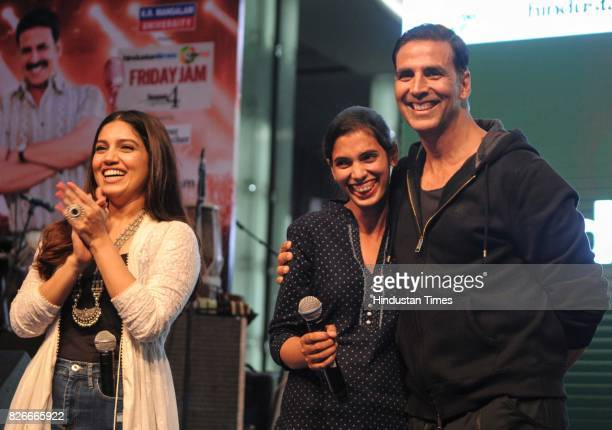 Bollywood actors Akshay Kumar and Bhumi Pednekar with youngest sarpanch of India Jabna Chauhan during the 4th season finale of Hindustan Times Friday...