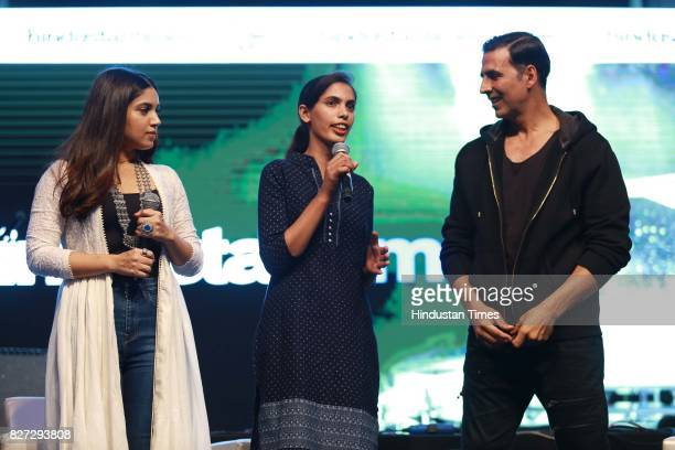 Bollywood actors Bhumi Pednekar and Akshay Kumar with Yyoungest Sarpanch of India Jabna Chauhan during the 4th season finale of Hindustan Times...