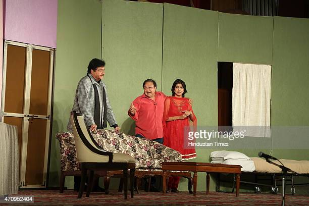Bollywood actors Shatrughan Sinha Rakesh Bedi and Bhavna Balsaver perform during the onstage comic play Pati Patni aur Main on April 19 2015 in New...