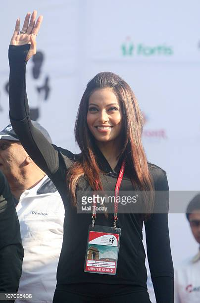 Bollywood Actress Bipasha Basu cheering participants at Airtel Delhi Half Marathon on Sunday November 21 2010