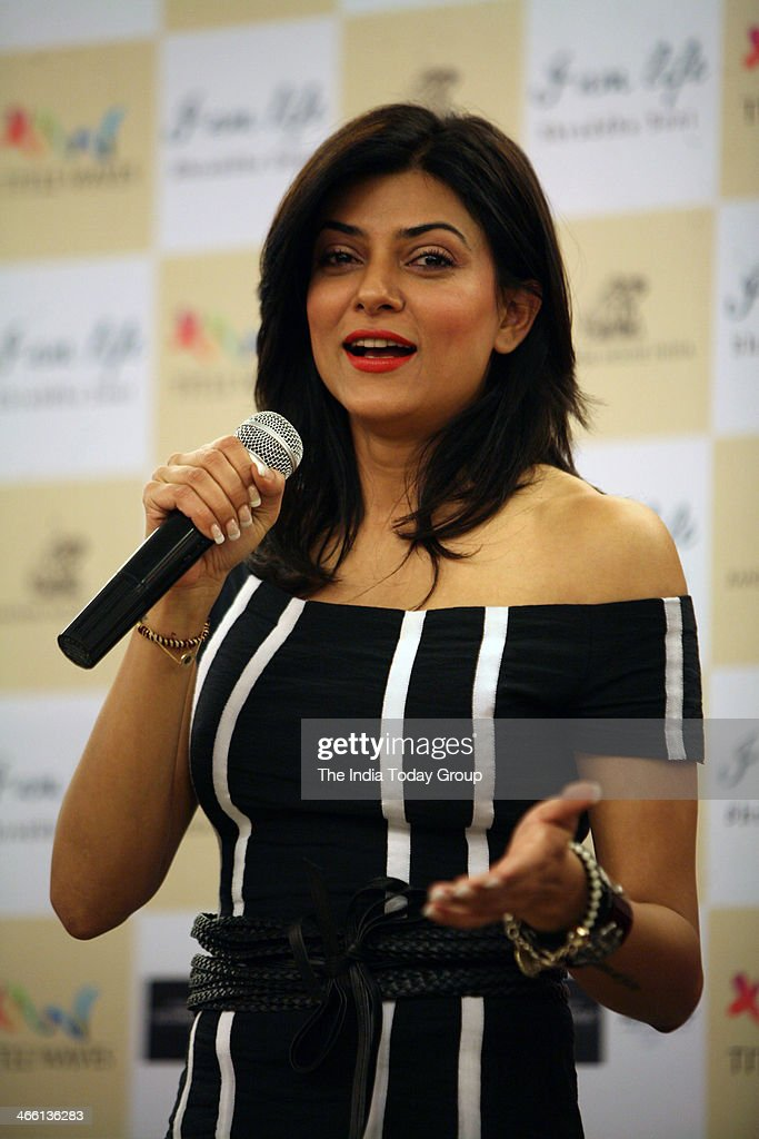 Bollywood actress Sushmita Sen at the launch of Shraddha Soni's book I AM LIFE ON 30 at Titel waves bookstore Bandra Mumbai on 30th January 2014