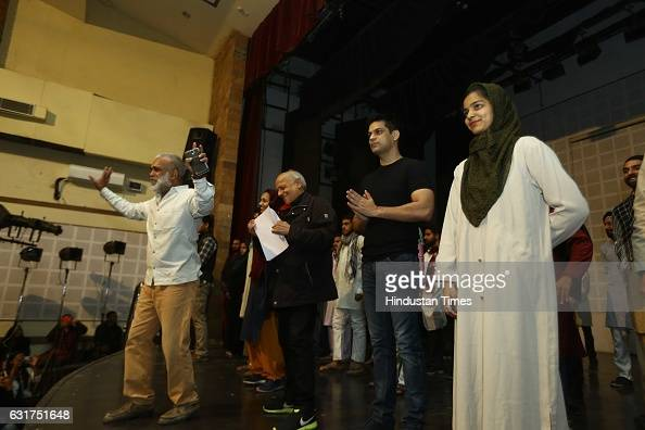 Bollywood filmmaker Mahesh Bhatt visits Hansraj College to present Arvind Gaur's play The Last Salute on January 12 2017 in New Delhi India Based on...