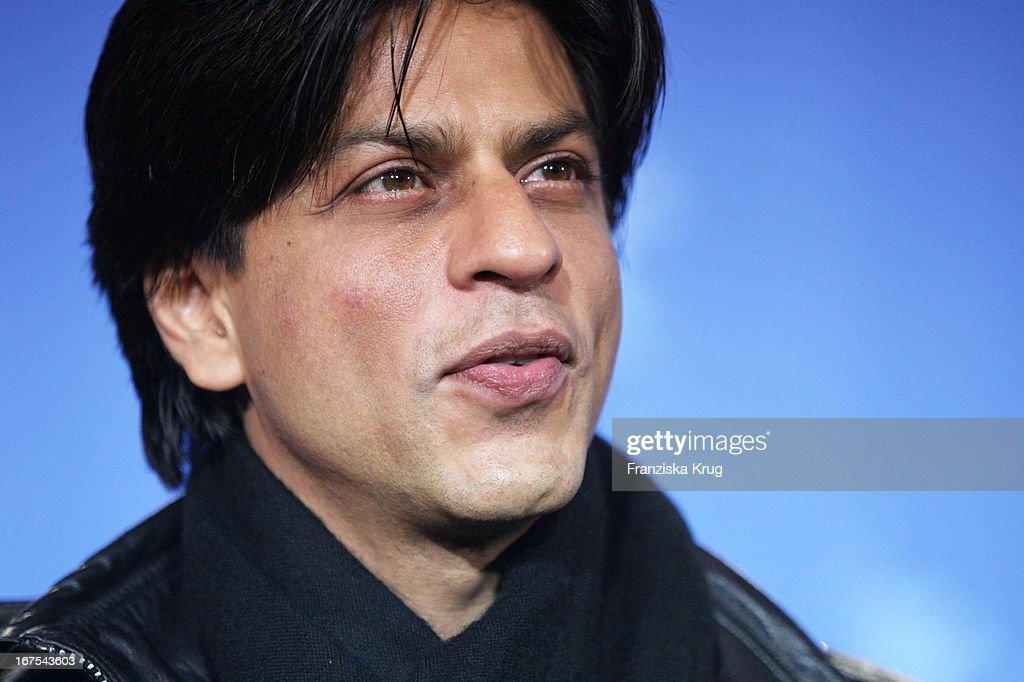Bollywood Schauspieler Shah <b>Rukh Khan</b> Beim 'Om Shanti Om' Photocall Bei Der <b>...</b> - bollywood-schauspieler-shah-rukh-khan-beim-om-shanti-om-photocall-bei-picture-id167543603