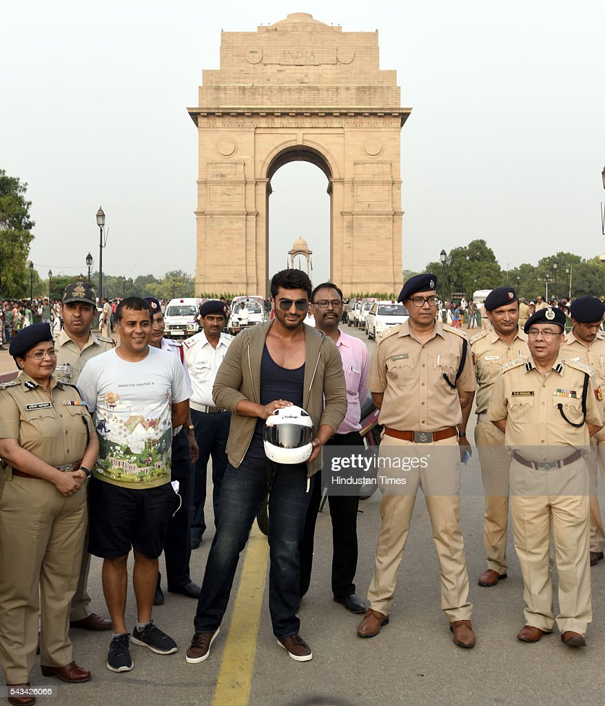 Bollywood star Arjun Kapoor and writer Chetan Bhagat with Delhi Police Traffic Official seen during the Road Safety Awareness Campaign at India Gate on June 28, 2016 in New Delhi, India.