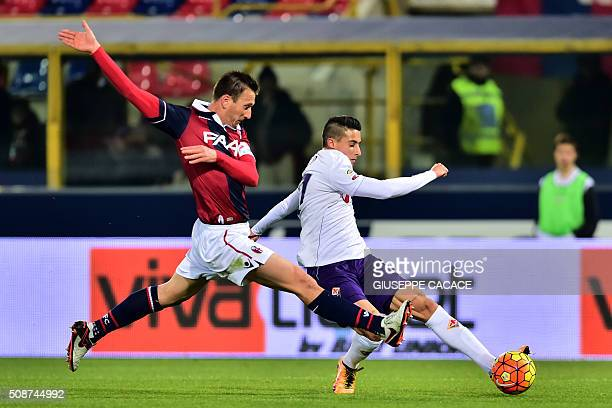 Bologna's defender from Italy Daniele Gastaldello fights for the ball with Fiorentina's forward from Spain Cristian Tello during the Serie A football...