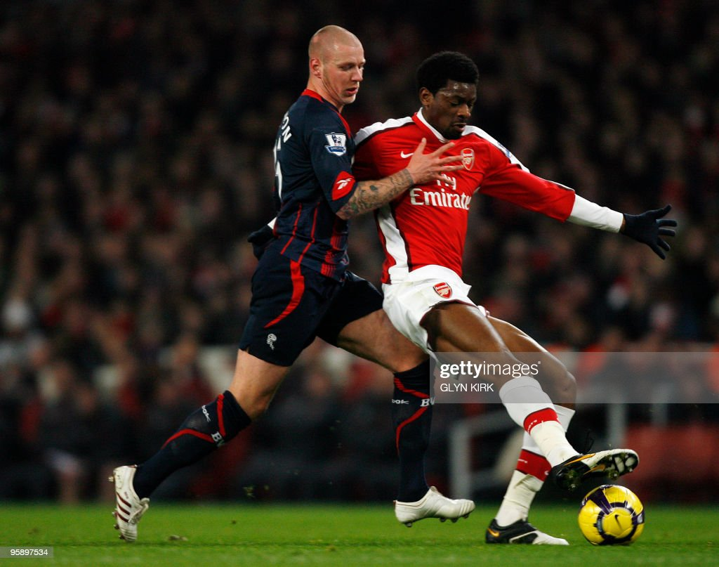 Bolton Wanderers' Icelandic defender Gretar Rafn Steinsson (L) vies with Arsenal's French midfielder Abou Diaby (R) during their English Premier League football match against Arsenal at the Emirates Stadium, London, England, on January 20, 2010. AFP PHOTO/GLYN KIRK FOR EDITORIAL USE ONLY Additional licence required for any commercial/promotional use or use on TV or internet (except identical online version of newspaper) of Premier League/Football League photos. Tel DataCo +44 207 2981656. Do not alter/modify photo.