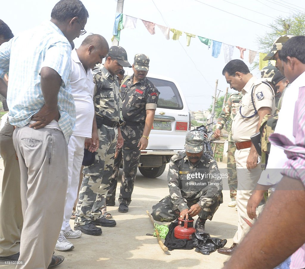 Bomb disposal personnel display the explosive device recovered from Buddhist Tergar Monastery at the Bodhgaya Buddhist temple complex on July 7, 2013 in Bihar, India. Nine serial explosions today rocked the internationally renowned temple town of Bodhgaya. Two people have been injured in a series of blasts inside the Mahabodhi temple in Bihar's Bodhgaya district.