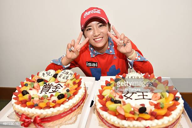 BoMee Lee of South Korea poses with a cake after winning the Itoen Ladies Golf Tournament 2015 at the Great Island Club on November 15 2015 in Chonan...