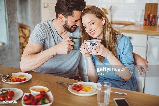 Freundschaftliche Verbundenheit mit Frühstück