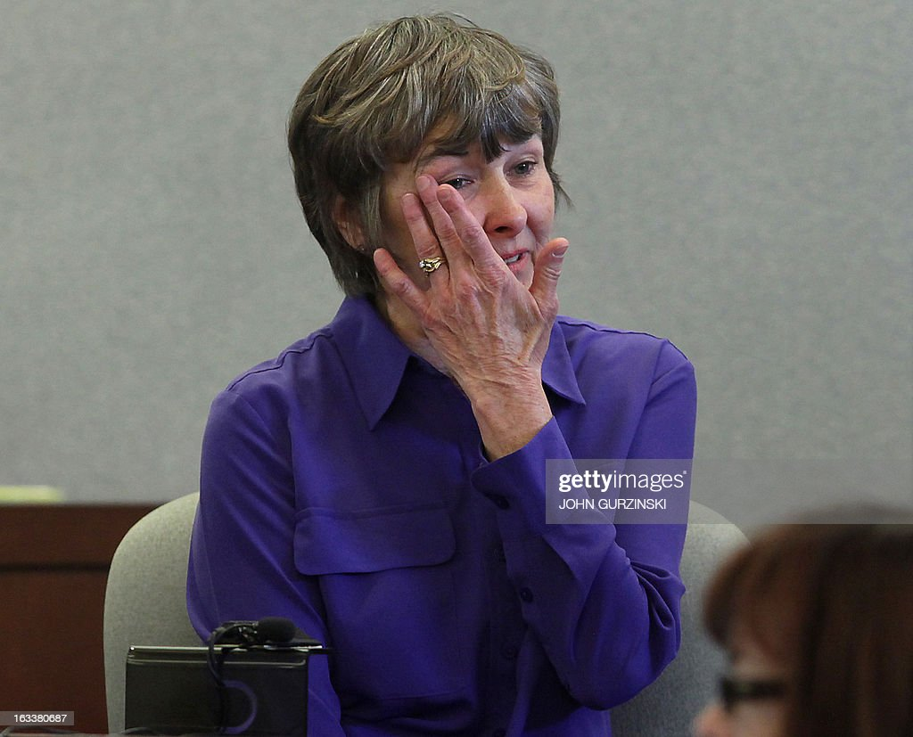 Bonnie Brunson, plaintiff, wipes tears from her eyes during testimony, Friday, March 8, 2013 in Las Vegas for the role of Health Plan of Nevada in the largest hepatitis C outbreak in US history. Brunson told the jury about the impact of 52 weeks of treatment for hepatitis C after a colonoscopy at the Southern Nevada Health District. Bonnie Brunson is one of the genetically linked patients identified by the CDC and the Southern Nevada Health District. AFP PHOTO / John Gurzinski