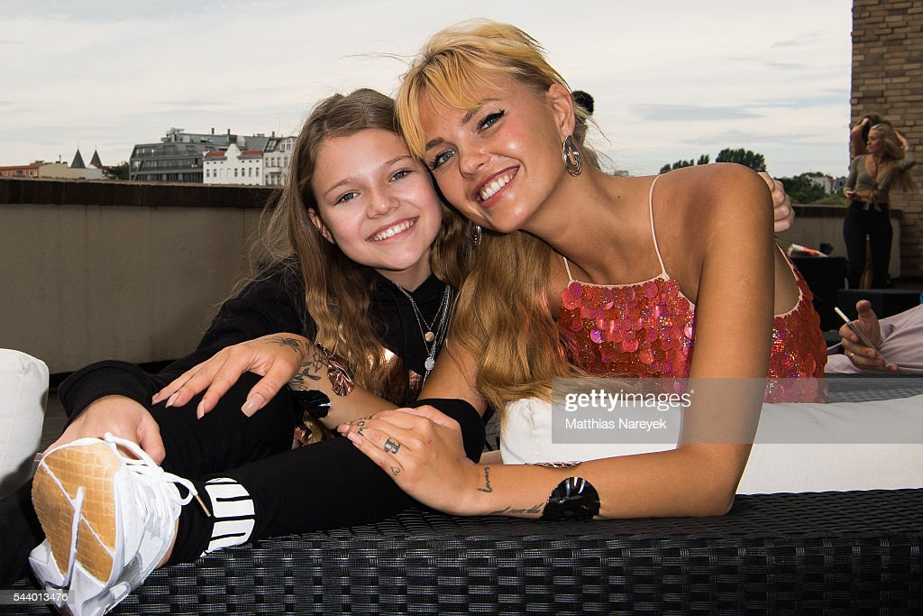 Bonnie Strange (R) and Faye Montana during the 'LECK MICH AM HASHTAG' Brunch on June 30, 2016 in Berlin, Germany.