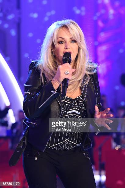 Bonnie Tyler performs during the show 'KULTHITS Die Show mit 100% Livemusik' presented by Kim Fisher at Kongresshalle on April 12 2017 in Leipzig...