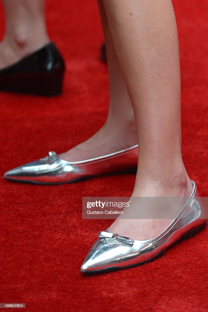 <a gi-track='captionPersonalityLinkClicked' href=/galleries/search?phrase=Bonnie+Wright+-+Actress&family=editorial&specificpeople=2165996 ng-click='$event.stopPropagation()'>Bonnie Wright</a> (shoe detail) attends The Wizarding World of Harry Potter Diagon Alley Grand Opening at Universal Orlando on June 18, 2014 in Orlando, Florida.