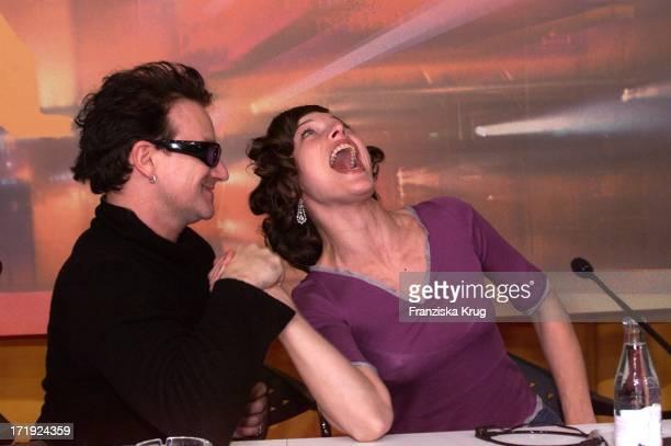 U2 Bono und Milla Jovovich Bei Pk Zu 'A Million Dollar Hotel' In Berlin Am 090200