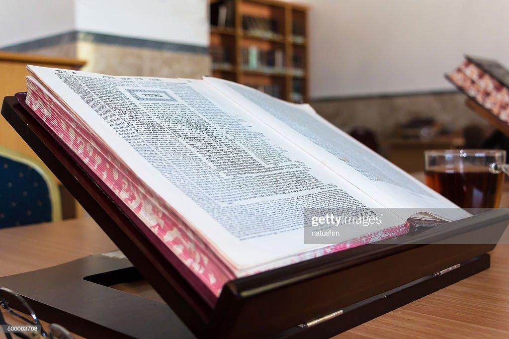 Réservez de talmud bureau stender beit midrash en hébreu photo