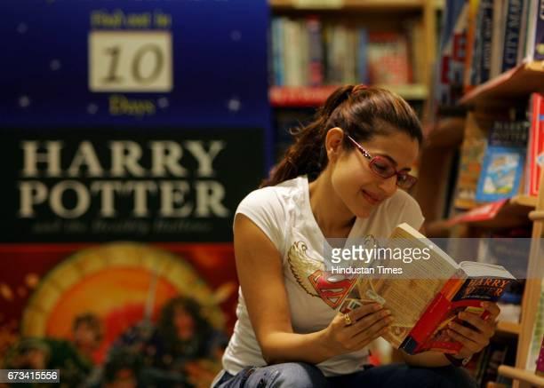 Book Reading Ameesha Bollywood actress Amisha Patel