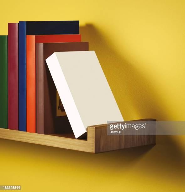 Réservez une étagère standing Boîte vide