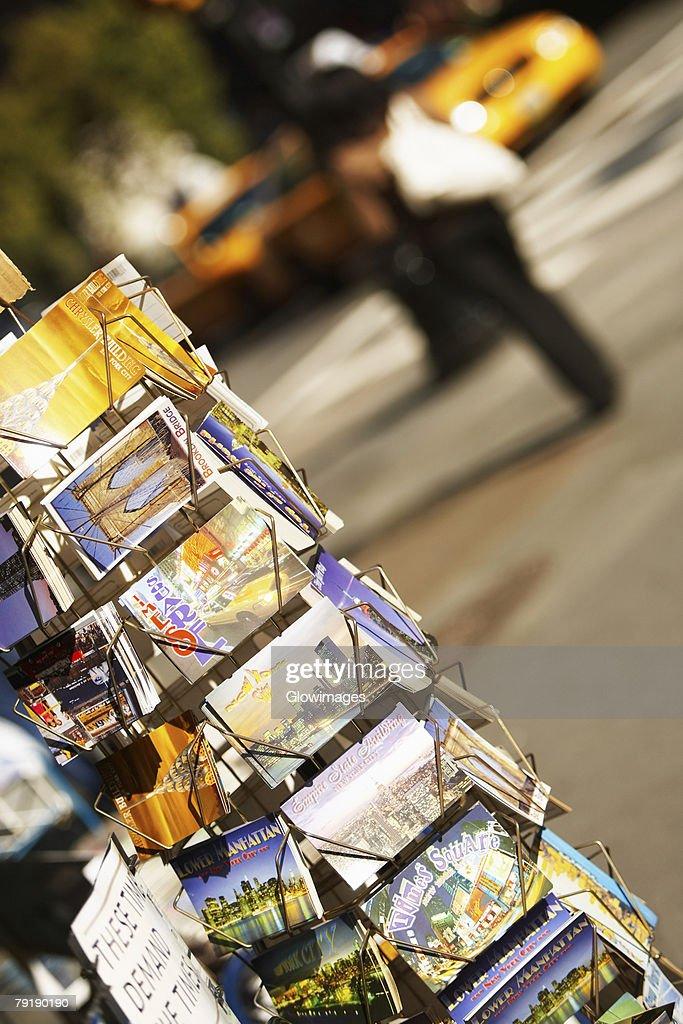 Books in a bookshelf, Fifth Avenue, Manhattan, New York City, New York State, USA : Foto de stock