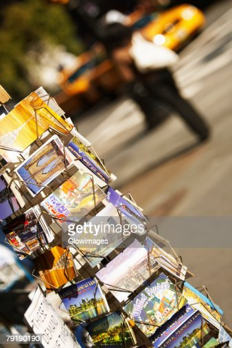 Books in a bookshelf, Fifth Avenue, Manhattan, New York City, New York State, USA : Foto de stock