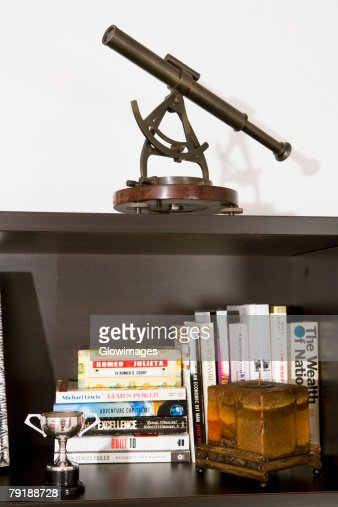 Books on a bookshelf : Foto de stock