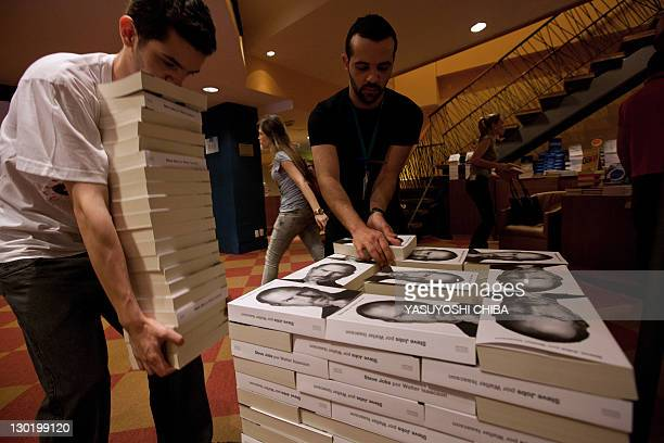 Bookshop employees pile up copies of a biography of the late 'Apple' cofounder Steve Jobs in Sao Paulo Brazil on October 24 2011 The eagerly awaited...
