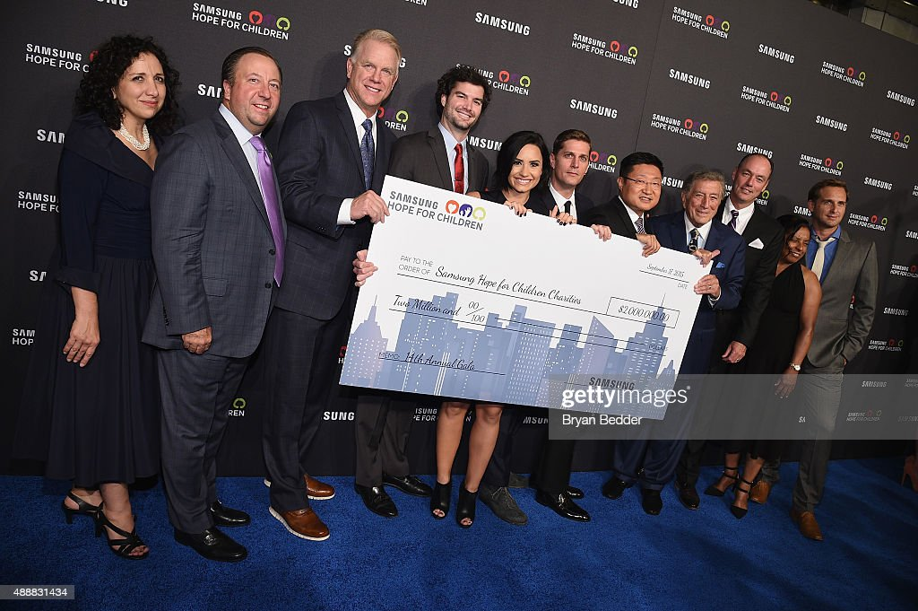 Boomer Esiason, Demi Lovato, Rob Thomas, President and CEO for Samsung Electronics North America Gregory Lee, Tony Bennett, President and COO for Samsung Electronics America Tim Baxter and Josh Lucas attend the Samsung Hope for Children Gala 2015 at Hammerstein Ballroom on September 17, 2015 in New York City.