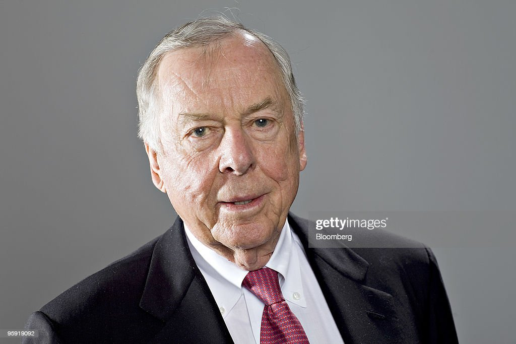 T. Boone Pickens, founder and chairman of BP Capital LLC, stands for a portrait in New York, U.S., on Thursday, Jan. 21, 2010. Pickens said a U.S. bill with new incentives for natural gas vehicles will pass by late May. Photographer: Daniel Acker/Bloomberg via Getty Images