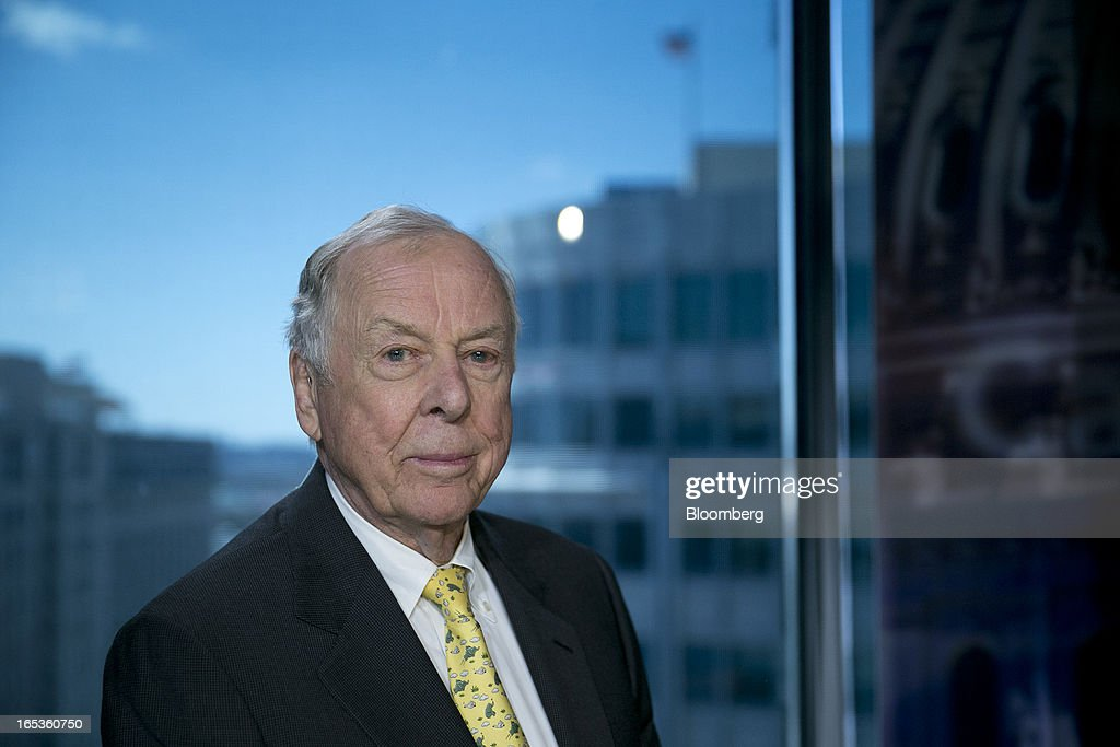 <a gi-track='captionPersonalityLinkClicked' href=/galleries/search?phrase=T.+Boone+Pickens&family=editorial&specificpeople=1971005 ng-click='$event.stopPropagation()'>T. Boone Pickens</a>, founder and chief executive officer of BP Capital LLC, sits for a photograph following a Bloomberg Television interview in Washington, D.C., U.S., on Wednesday, April 3, 2013. Billionaire investor <a gi-track='captionPersonalityLinkClicked' href=/galleries/search?phrase=T.+Boone+Pickens&family=editorial&specificpeople=1971005 ng-click='$event.stopPropagation()'>T. Boone Pickens</a> said the U.S. is on a path to energy independence, without the federal help he wanted Congress to provide. Photographer: Andrew Harrer/Bloomberg via Getty Images
