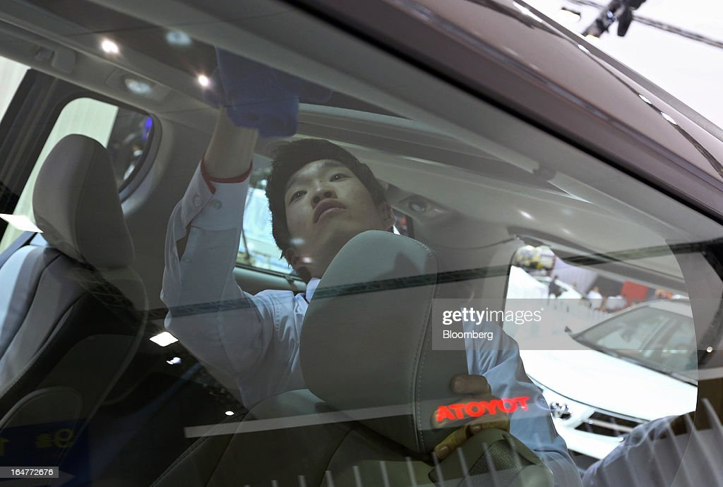 A booth attendant cleans the interiors of a Toyota Motor Corp. Sienna minivan during the press day of the Seoul Motor Show in Goyang, South Korea, on Thursday, March 28, 2013. The show runs from today until April 7. Photographer: SeongJoon Cho/Bloomberg via Getty Images