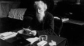 Booth William Begründer der Heilsarmee Grossbritannien Porträt am Schreibtisch undatiert