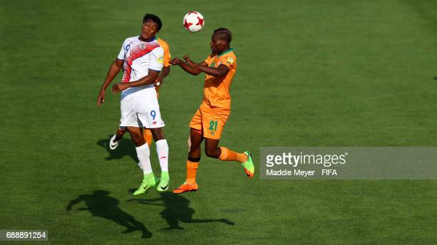 Booyd Musonda of Zambia wins a ball out of the air against Jostin Daly of Costa Rica during the FIFA U20 World Cup Korea Republic 2017 group C match...