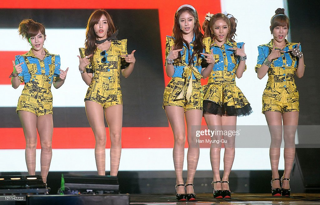 Bo-Ram, Hyo-Min, Ji-Yeon, Q-Ri and So-Yeon of T-ara perform onstage during the Incheon Korean Wave Festival 2011 at Incheon World Cup Stadium on August 13, 2011 in Incheon, South Korea.