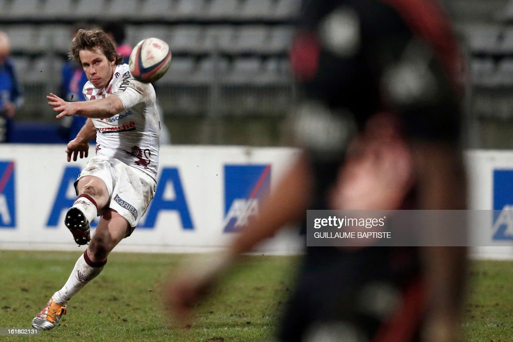 Bordeaux Begles' French winger Blair Connor (L) transforms a try during tthe French Top14 rugby union match between Stade Francais and Bordeaux-Begles on February 16, 2013 at the Stade Charlety in Paris.