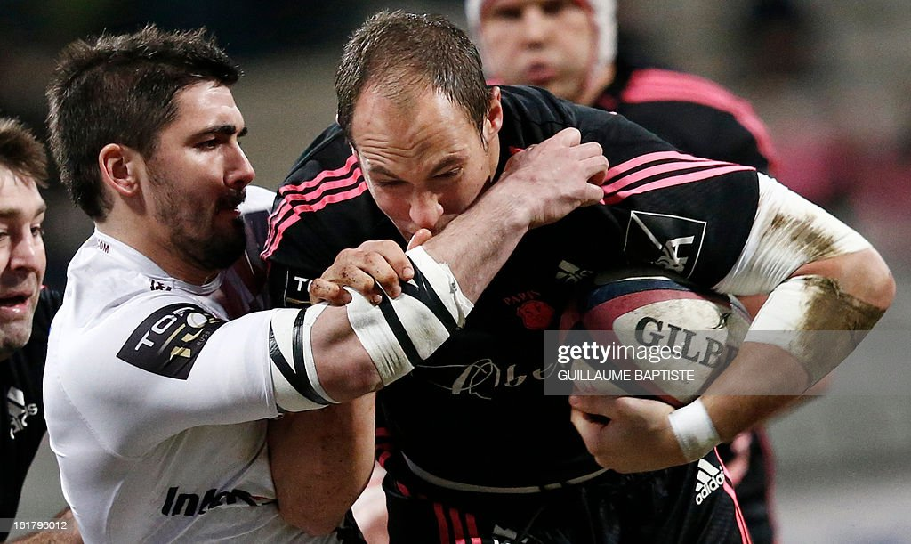 Bordeaux Begles' New Zealander flanker Hugh Chalmers (L) vies with Stade Francais' Italian number 8 Sergio Parisse during a French Top 14 rugby union match between Stade Francais and Bordeaux-Begles on February 16, 2013 at the Stade Charlety in Paris. AFP PHOTO / GUILLAUME BAPTISTE