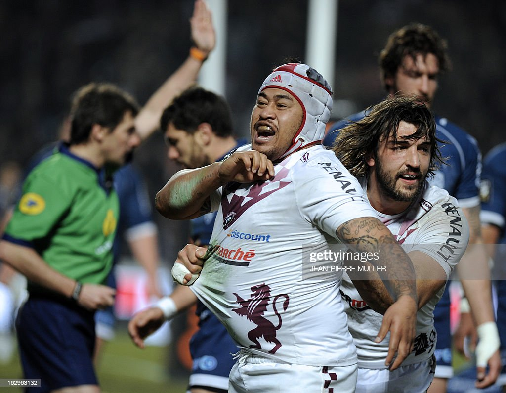 Bordeaux Begles' Samoan hooker Wayne Avei (C) celebrates beside Bordeaux Begles' Australian flanker Hugh Chambers (R) after scoring a try during the French Top 14 Rugby Union match Bordeaux-Begles (UBB) vs Agen on March 2, 2013 at the Chaban-Delmas Stadium in Bordeaux, southern France. AFP PHOTO / JEAN-PIERRE MULLER