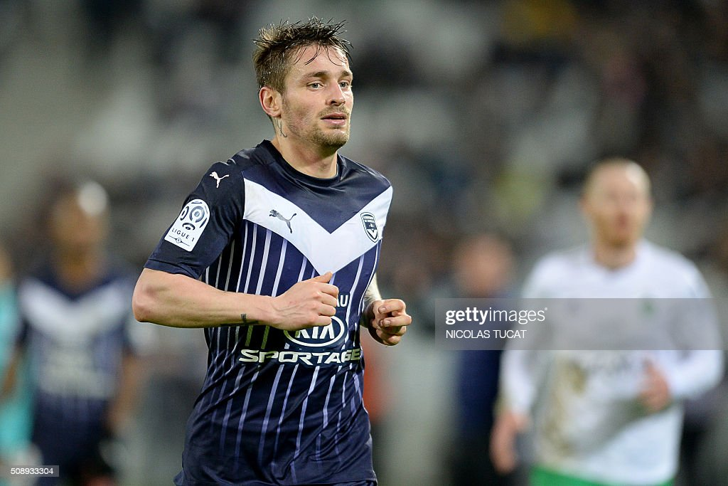 Bordeaux' French defender Mathieu Debuchy runs during the French L1 football match between Bordeaux (FCGB) and Saint-Etienne (ASSE) on February 7, 2016, at the Matmut Atlantique stadium in Bordeaux, southwestern France. AFP PHOTO / NICOLAS TUCAT / AFP / NICOLAS TUCAT